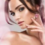 Аватар Красивая модель с элегантной прической