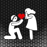 Аватар Парень стоит на коленях перед девушкой и держит в руках сердечко