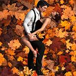 Аватар Парень и девушка на фоне осенней листвы