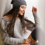 Аватар Модель Marisabel в свитере и шапочке