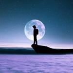 99px.ru аватар Парень стоит на фоне полной луны