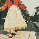 99px.ru аватар Девушка идет по дороге