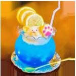 99px.ru аватар Прохладительный напиток синего цвета украшен печеньем в виде отпечатка лапы, фигуркой мышонка из крема и тремя кружочками лимона. В бокал вставлена трубочка, бокал стоит на блюдце, на блюдце лежит чайная ложка