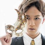99px.ru аватар Певец и актер Камияма Томохиро / Kamiyama Tomohiro из группы Джоннис ВЕСТ / Johnny's WEST держит в руках маску