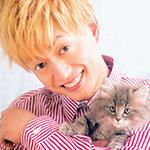 99px.ru аватар Певец и актер Цукада Реичи / Tsukada Ryoichi из группы A. B. C-Z держит на руках котенка