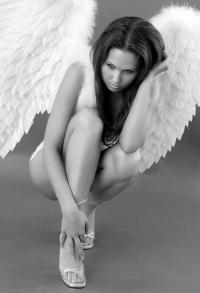 Обои красивый ангел..