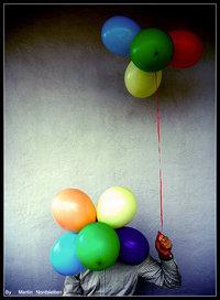 Обои голова с шариками