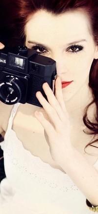 Обои девушка с фотоаппаратом