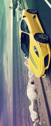 Обои желтая машина