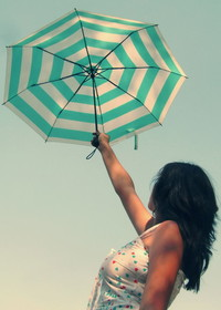 Обои Девушка с зонтиком