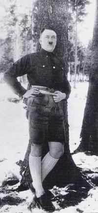 Обои А. Гитлер на прогулке в сибирской тайге
