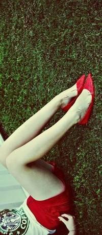 Обои ножки,красные туфельки