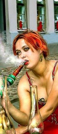 Обои Девушка курит кальян