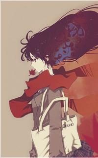 Обои Анимешная девушка с белой сумкой на плече держит кленовый листок в зубах