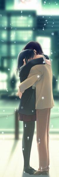 Обои Парень и девушка обнимаются посреди города