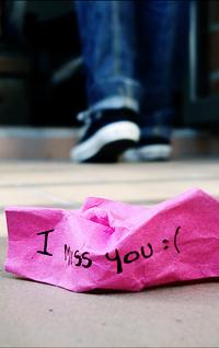 Обои Скомканная записка I miss you :(