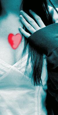 Обои девушка с искусственным сердцем