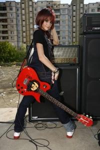Обои Девушка с гитарой