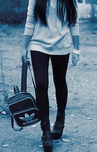 Обои Девушка с сумкой Adidas
