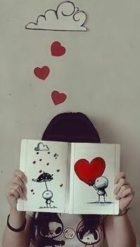 Аватар вконтакте Девушка держит в руках книгу с сердечком