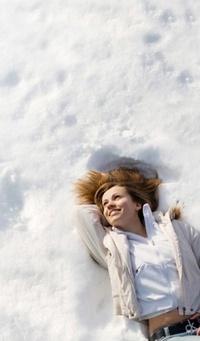 Обои Девушка в снегу