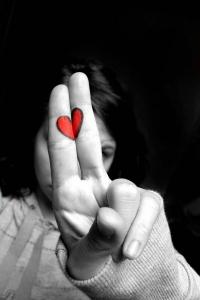 Обои Сердечко, нарисованное на пальцах