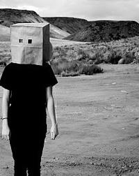 Аватар вконтакте Девушка с картонным пакетом на голове