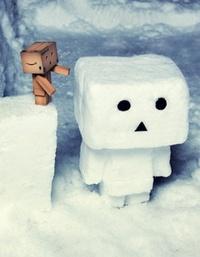 Аватар вконтакте Данбо делает снеговика