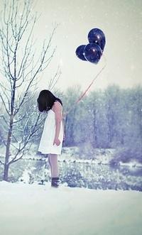 Аватар вконтакте Девушка с шариками под снегом