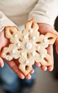 Аватар вконтакте У девушки в руках печенько-снежинко