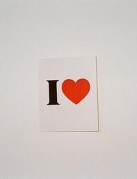 Аватар вконтакте Листок на стене с надписью I love