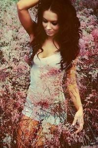 Аватар вконтакте Девушка среди цветов