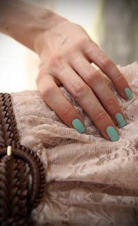 Обои Девушка с бирюзовыми ногтями
