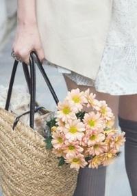 Обои Девушка с корзиной цветов