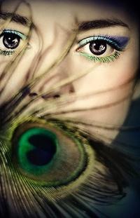 Аватар вконтакте Девушка с макияжем под перо павлина