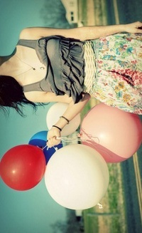 Обои Девушка с шариками в руке