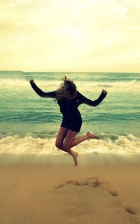 Девушка прыгает на девушке фото 506-243