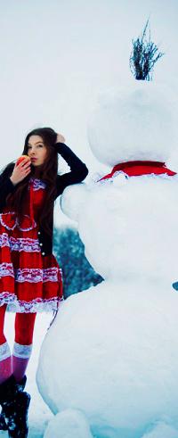 Аватар вконтакте Девушка и большой снеговик