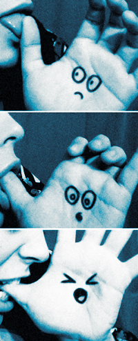 Аватар вконтакте Девушка облизывает палец, девушка кусает палец - ладонь в шоке (кадрирование)
