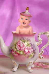 Обои Ребенок в чайнике