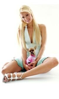 Обои Перис Хилтон с маленькой собачкой