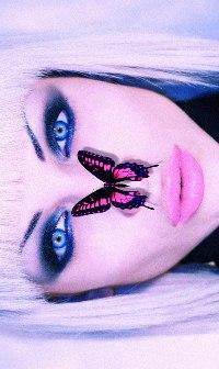 Аватар вконтакте Блондинка с розовой бабочкой на носу