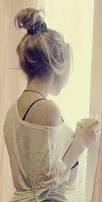 Девушка с бокалом на аву в вк