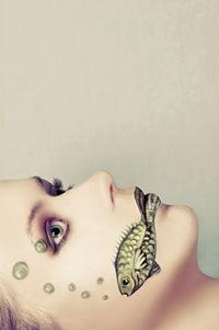 Аватар вконтакте Девушка с нарисованной рыбой на лице