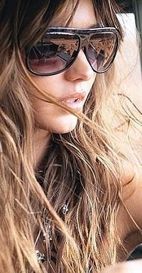 Обои Девушка в очках