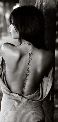 Ава для контакта для девушек со спины