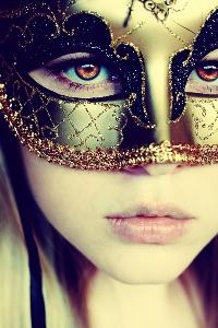 Аватар вконтакте Девушка в золотистой маске