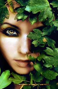 Аватар вконтакте Лицо девушки в листве
