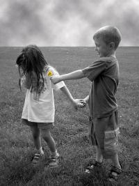 99px.ru аватар Мальчик дарит девочке одуванчик
