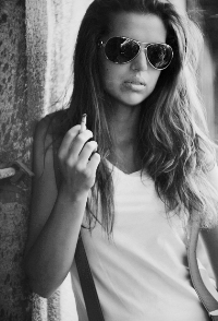 Фото красиво курящая девушка